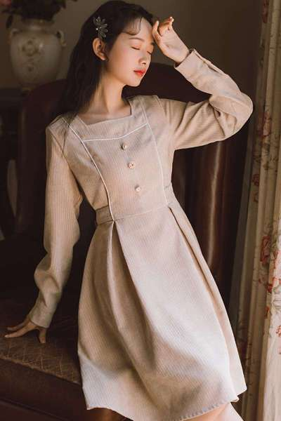 冬季法式方领灯芯绒连衣裙女秋冬长袖复古条绒梗桔中裙气质学院风