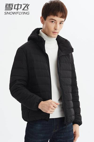 雪中飞SNOW FLYING2019新款轻薄羽绒服男士冬季短款轻型运动连帽修身外套男款